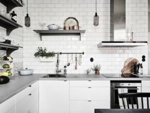 Kuchyně ve skandinávském stylu s digestoří