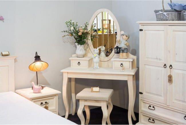 Toaletní stolek z masivu TOL 02 - K01 světlá borovice